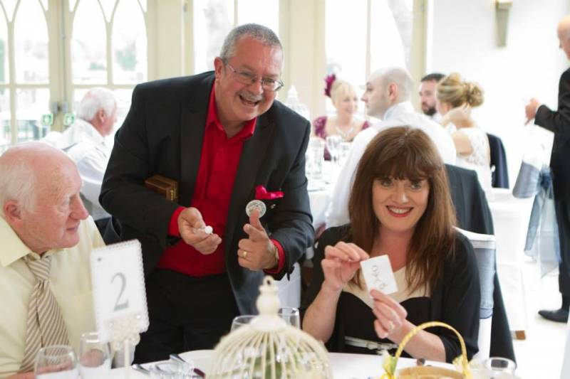 Close-up Wedding & Corporate Magician based in Birmingham, Midlands