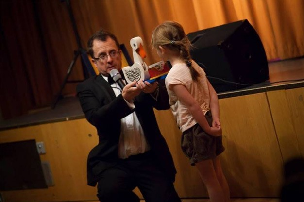 Click here to view Children's Magician, Chris P Tee's Profile