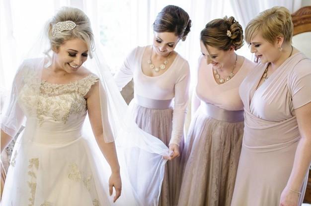 Photo-4a-Bride-and-Bridesmaids
