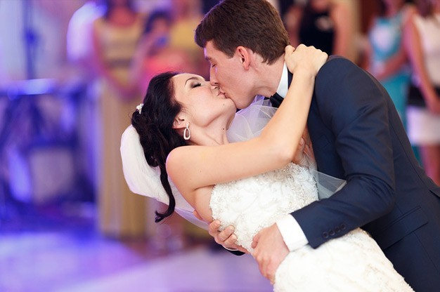 popular-wedding-songs-for-your-first-dance