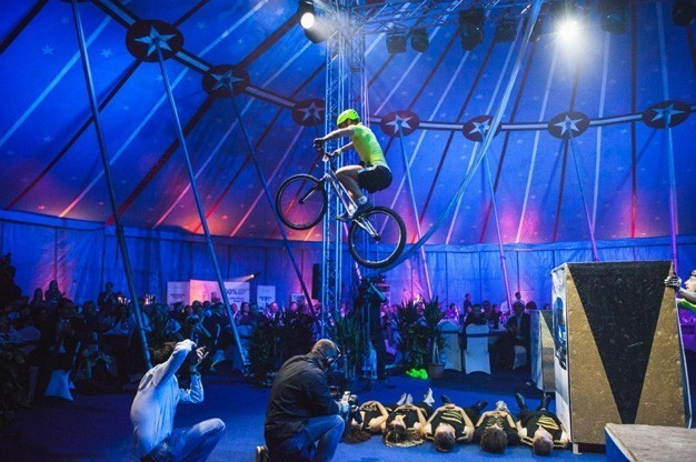 hegeshow-bicycle-stunt-show