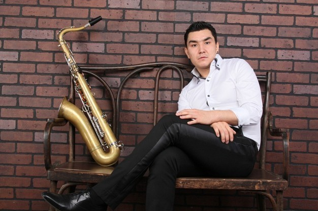 dani-yard-saxophonist-for-hire