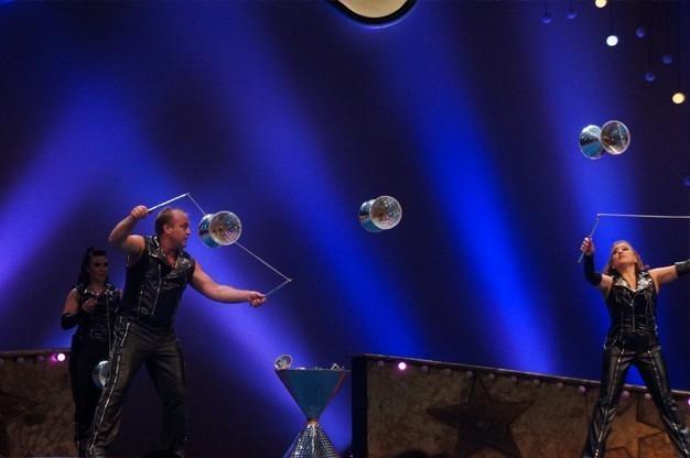 giovanni-comedy-diabolo-juggling-for-hire