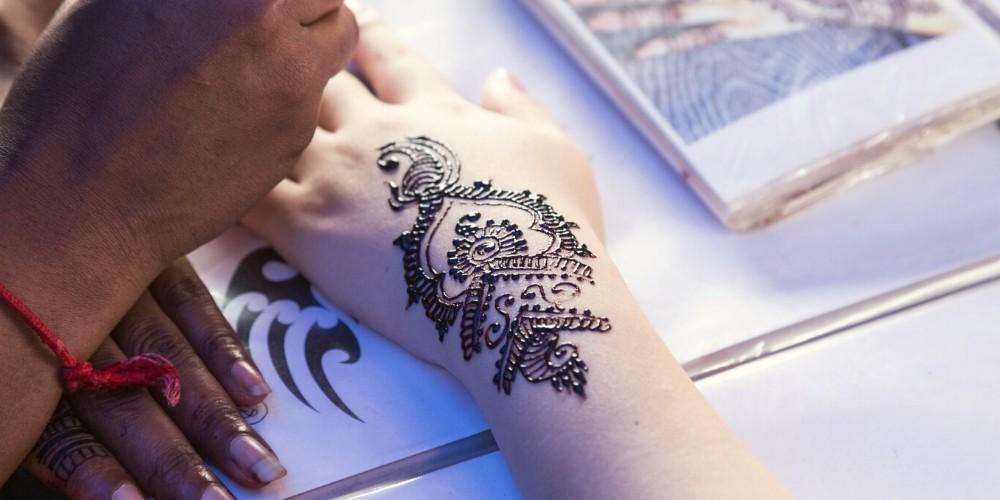 henna bar wedding idea