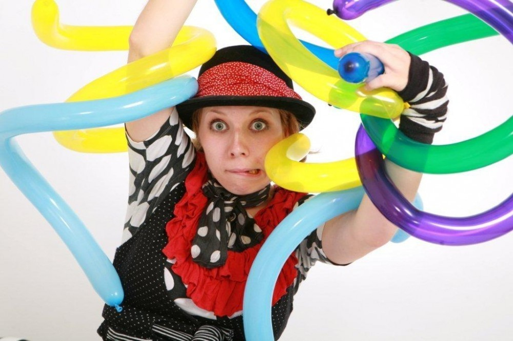 balloon modeller children's entertainer