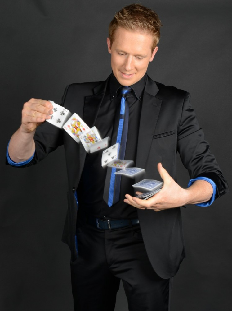 close up magicians for weddings