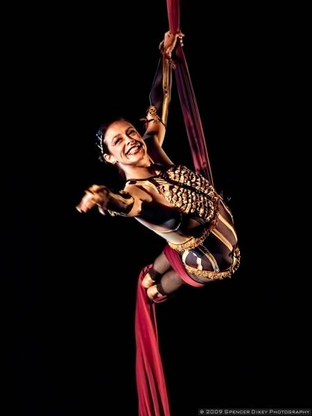 Aerialists and acrobats for weddings