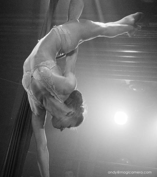 Aerialists and acrobats for corporate events