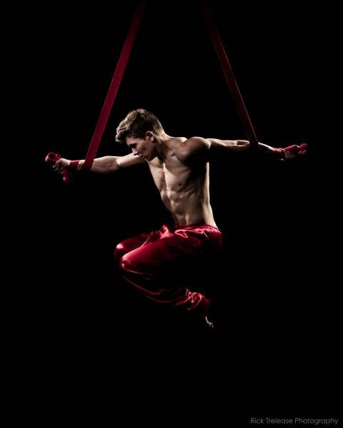 Aerialists and Acrobats for parties