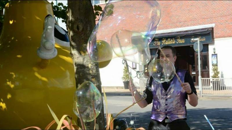 bubble performers for children's parties