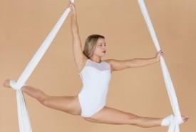 Kaitlin Nicholls - Aerialist / Acrobat