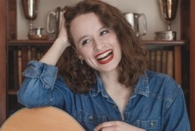 Sarah Munro - Guitar Singer Knebworth, East of England