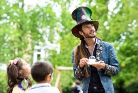 Maxwell the bubbleologist - Close-up Magician Enfield Town, East of England