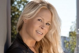 Lindi Jane - Singer - Ventriloquist - Comedian - Female Singer Adelaide, South Australia