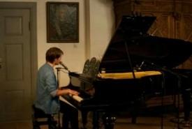 Daniel Zielke - Acoustic Guitarist / Vocalist
