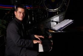 Mr.H - Pianist / Singer