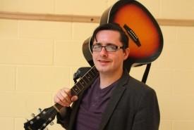 Louis McTeggart - Guitar Singer