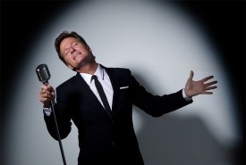 Chris Lloyds  - Jazz Singer Cairns, Queensland