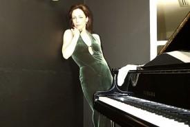 LUCIA - Pianist / Singer