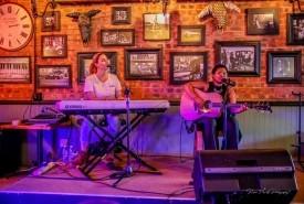 Sister Sister - Acoustic Guitarist / Vocalist