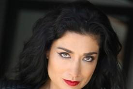 Liz Del Sol - Close-up Magician California
