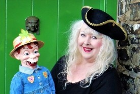 Merlynda Marlene - Cabaret Comedy Ventriloquist - and - Miss Merlynda & Her Cheeky Puppet Friends! Ventriloquist & Puppeteer For Children's Events - Ventriloquist Bideford, South West