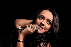 Paula de Oliveira MULTI-STYLE SINGER - Female Singer