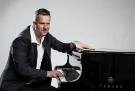 Jan - blind singer and pianist - Pianist / Keyboardist