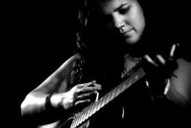 Elly O'Keeffe - Guitar Singer