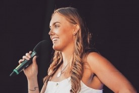 Elle Bert - Clean Stand Up Comedian Ealing, London