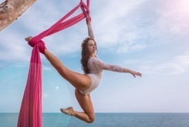 Catherine Meadley - Aerialist / Acrobat London