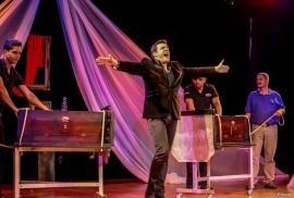 Andre Garre - Cabaret Magician - USA, Florida
