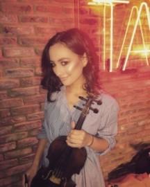 Anna Dovak - Violinist - Swansea, Wales