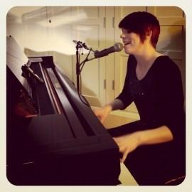 Tracey Jones - Pianist / Keyboardist - South East