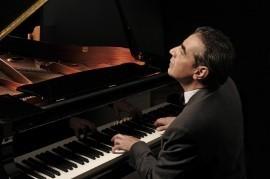 Vintage act. Singer /  Pianist / Trumpeter  - Pianist / Singer -