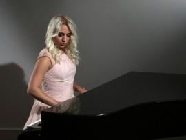 Pianist Nicole - Pianist / Keyboardist -