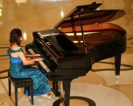 R Excelicia Cunville - Pianist / Singer -