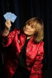 Mandy Davis - Diva of Deception - Close-up Magician - South East
