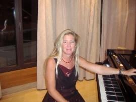 amparo de la hera portillo - Pianist / Keyboardist - santa cruz de tenerife, United Arab Emirates