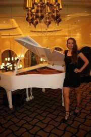 pianist/singer Lisa - Female Singer - United Arab Emirates, Netherlands
