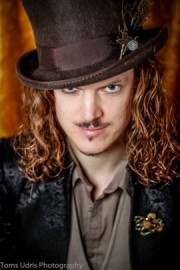 Leon Simmonds - Close-up Magician - Brighton, South East