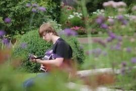 Damien Kelly - Acoustic Guitarist / Vocalist - Croydon, London
