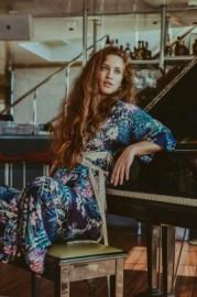 NaliNa - Female Singer -