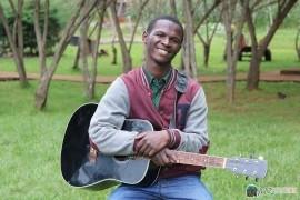 Nyawa Chengoni - Guitar Singer -