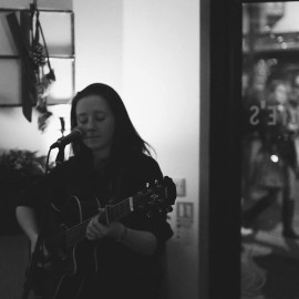 Emma Spray - Acoustic Guitarist / Vocalist - Cambridge, East of England