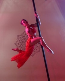 Laura Jaye - Aerialist / Acrobat - Tampa, Florida