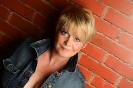 katy hart - Comedy Singer - Glasgow, Scotland