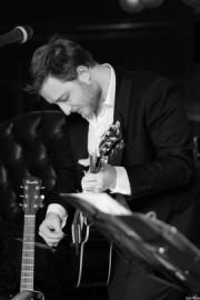 Mike Lees - Guitar Singer - Derbyshire, East Midlands