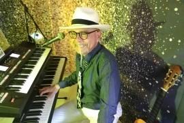 G D ANGELO - One Man Band - Pianist entertainer - Pianist / Singer -