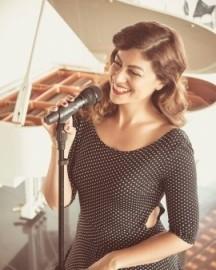 Elina - Pianist / Singer -